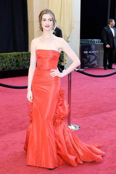 Oscars 2011 Red Carpet Anne Hathaway Vintage Valentino
