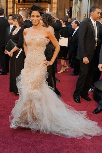 Oscars 2011 Red Carpet Halle Berry Wears Marchesa